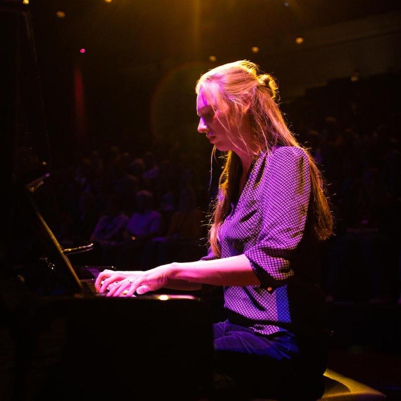 Pianoles intuïtief pianospelen van Sabine